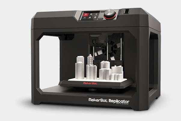 Les techniques d'impression 3D sont variées et il existe différentes imprimantes 3D. Ici, la MakerBot Replicator. © Makerbot