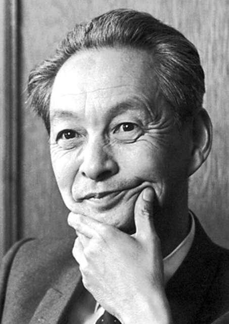 Le spinon est une quasi-particule neutre. À l'image, le prix Nobel de physique Sin-Itiro Tomonaga est l'un des découvreurs de la formulation relativiste de la théorie quantique des champs. © Nobel Foundation
