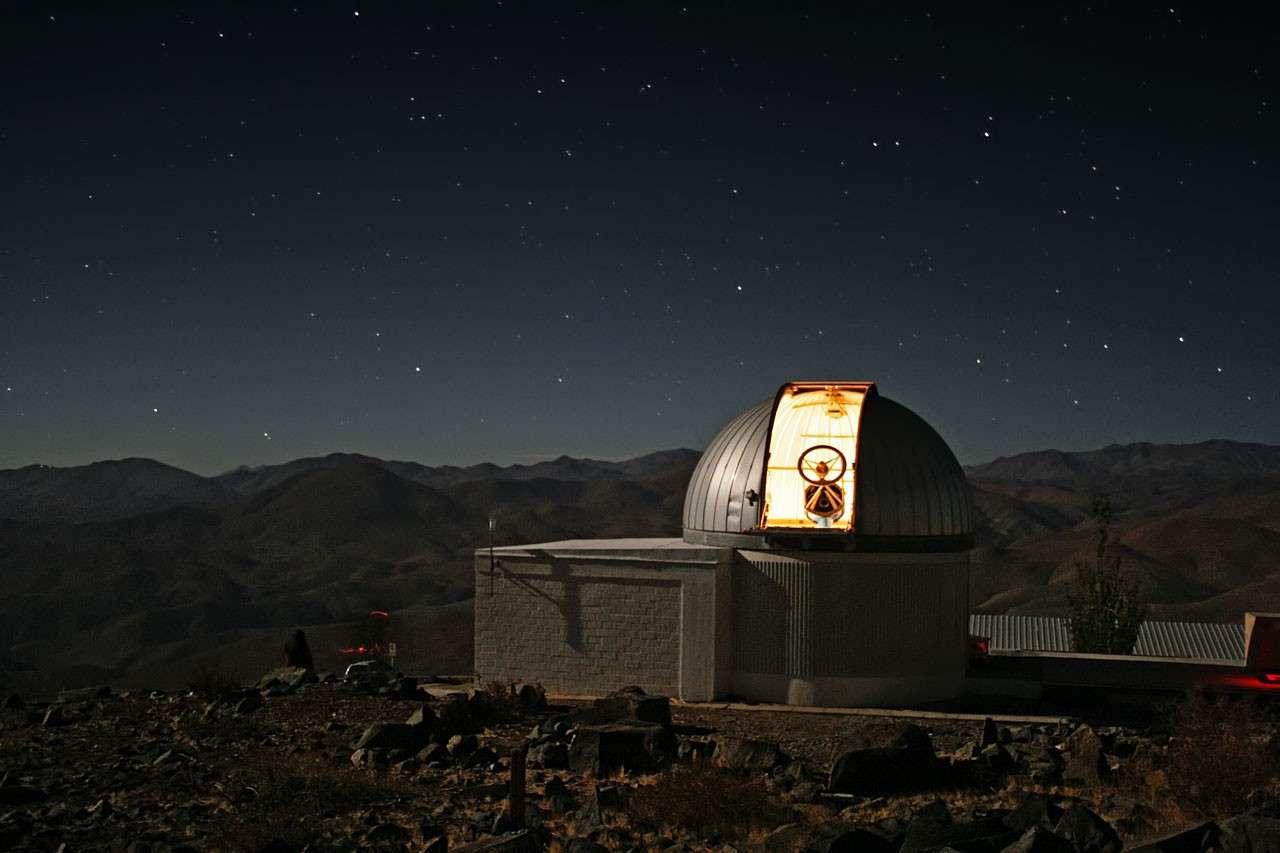 Il n'y aura personne sous la coupole de Trappist. L'instrument entièrement automatisé, installé au Chili, sera piloté depuis l'Université de Liège en Belgique. Crédit E. Jehin/Eso