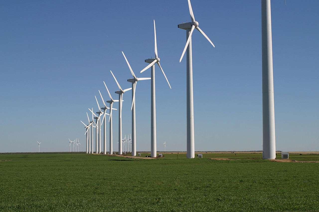 Les éoliennes permettent de générer de l'électricité à partir de l'énergie fournie par le vent. © Leaflet, Wikipédia, DP
