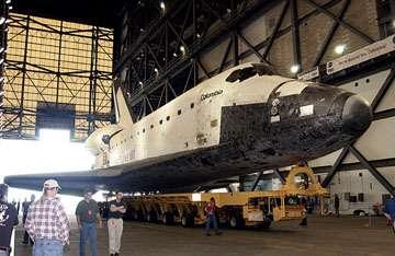 Columbia dans le VAB afin d'être préparée pour la mission STS-107crédit : NASA