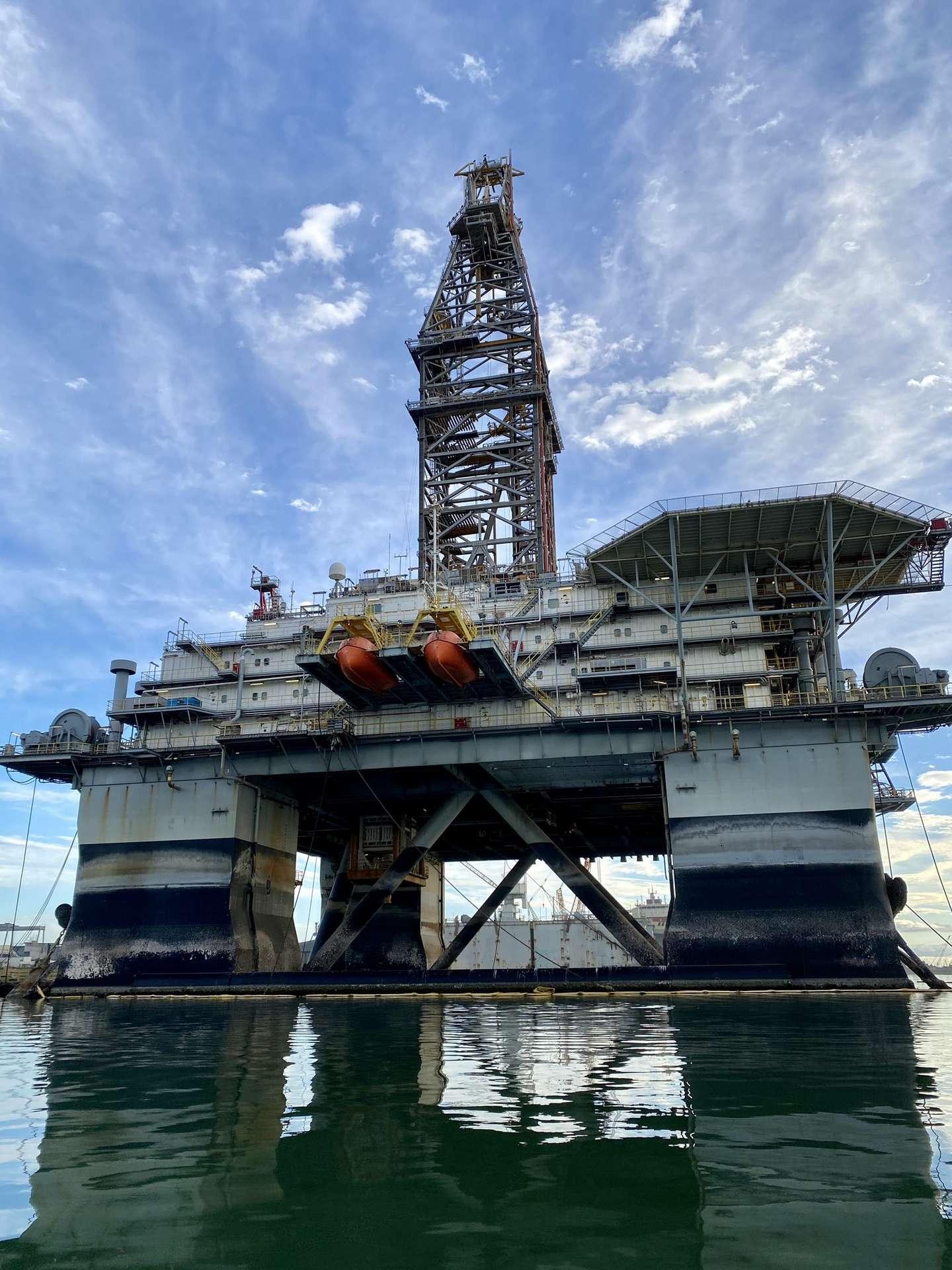 Ces anciennes plateformes pétrolières ont été rachetées par SpaceX pour en faire des spatioports. © SPadre, Twitter