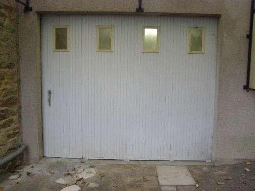 La porte de garage coulissante pour un gain de place. © DR
