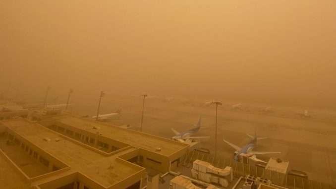 Des vents violents chargés de sable ont balayé l'archipel des Canaries le weekend dernier, entraînant la fermeture des aéroports. © ireportnews, Twitter