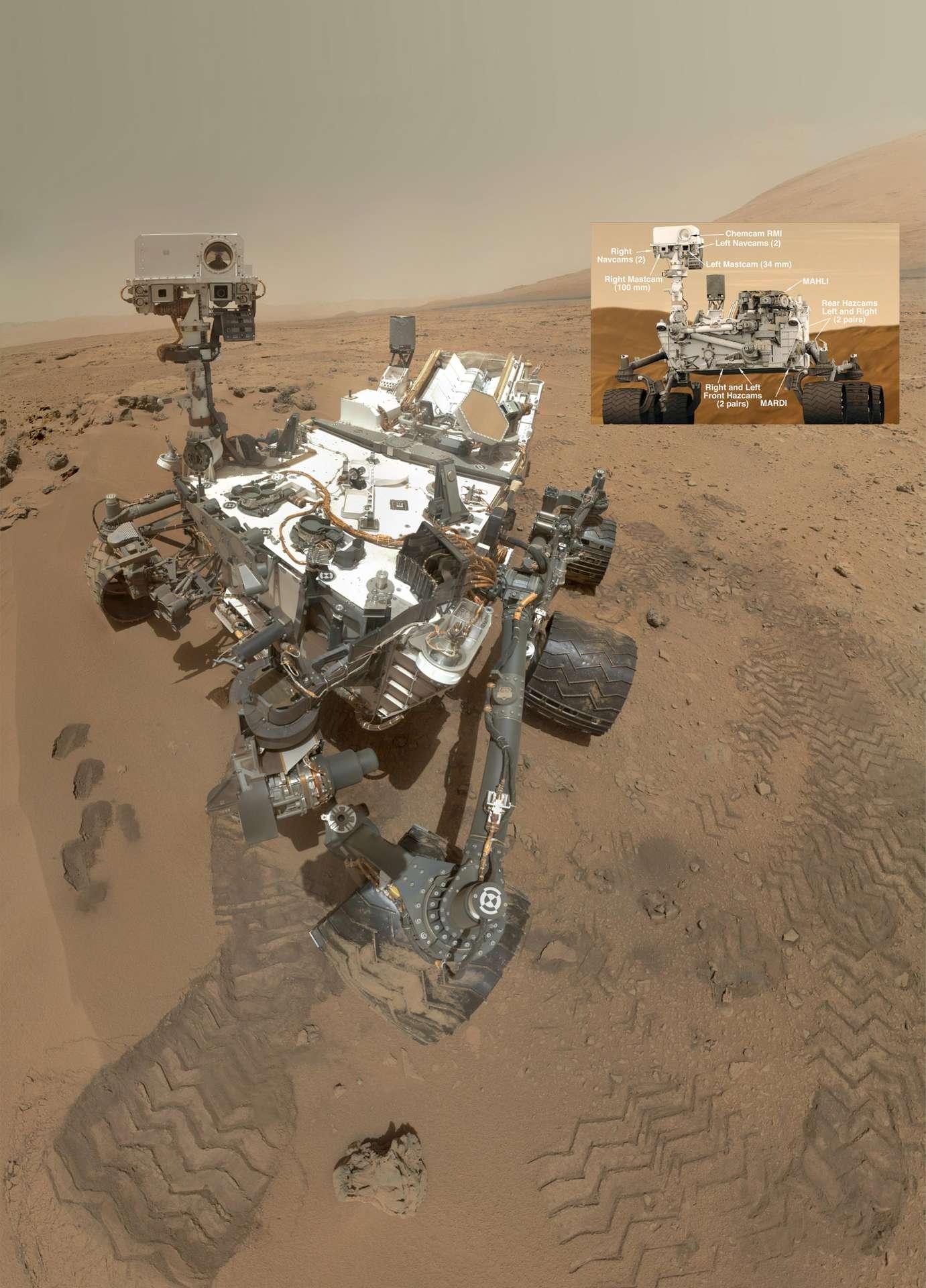 Avec une masse de 900 kg, dont 80 de charge utile (10 instruments), Curiosity est de loin le rover le plus grand et le plus ambitieux de toutes les précédentes missions qui ont foulé Mars. Il est bien plus lourd que les 10,5 kg du Sojourner de Mars Pathfinder (1997) et les 170 kg des Spirit et Opportunity de la mission Mer (2004). On le voit ici sur une image composite, résultant de l'assemblage de 55 prises de vue de la caméra Mahli. Le bras porteur de cet instrument ne figure pas sur l'image mais la caméra est visible dans le télescope de ChemCam, tout en haut. © Nasa/JPL-Caltech/Malin Space Science Systems