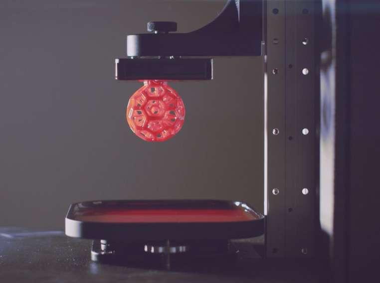 La start-up Carbon3D espère commercialiser son imprimante 3D courant 2015. Le processus s'appuie sur une impression en continue, à la différence des impressions couche par couche. © Carbon3D