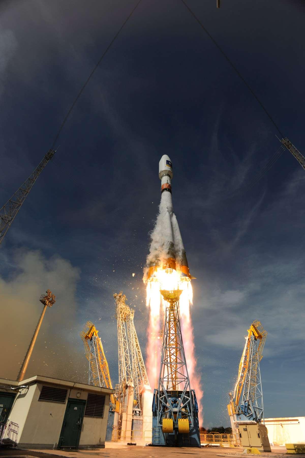 Décollage depuis l'Ensemble de lancement Soyouz du Centre spatial guyanais des deux derniers satellites Galileo IOV lancés par un Soyouz. © Esa/S. Corvaja, 2012