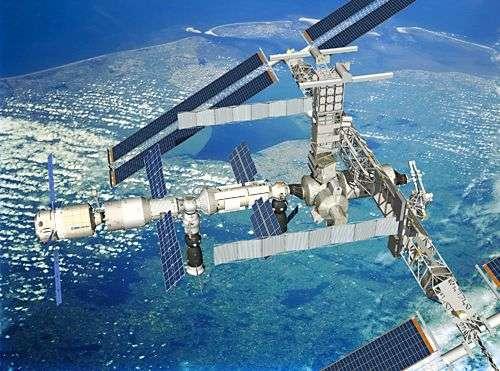 L'ATV (à gauche) arrimé à la Station Spatiale Internationale. Crédit : Esa