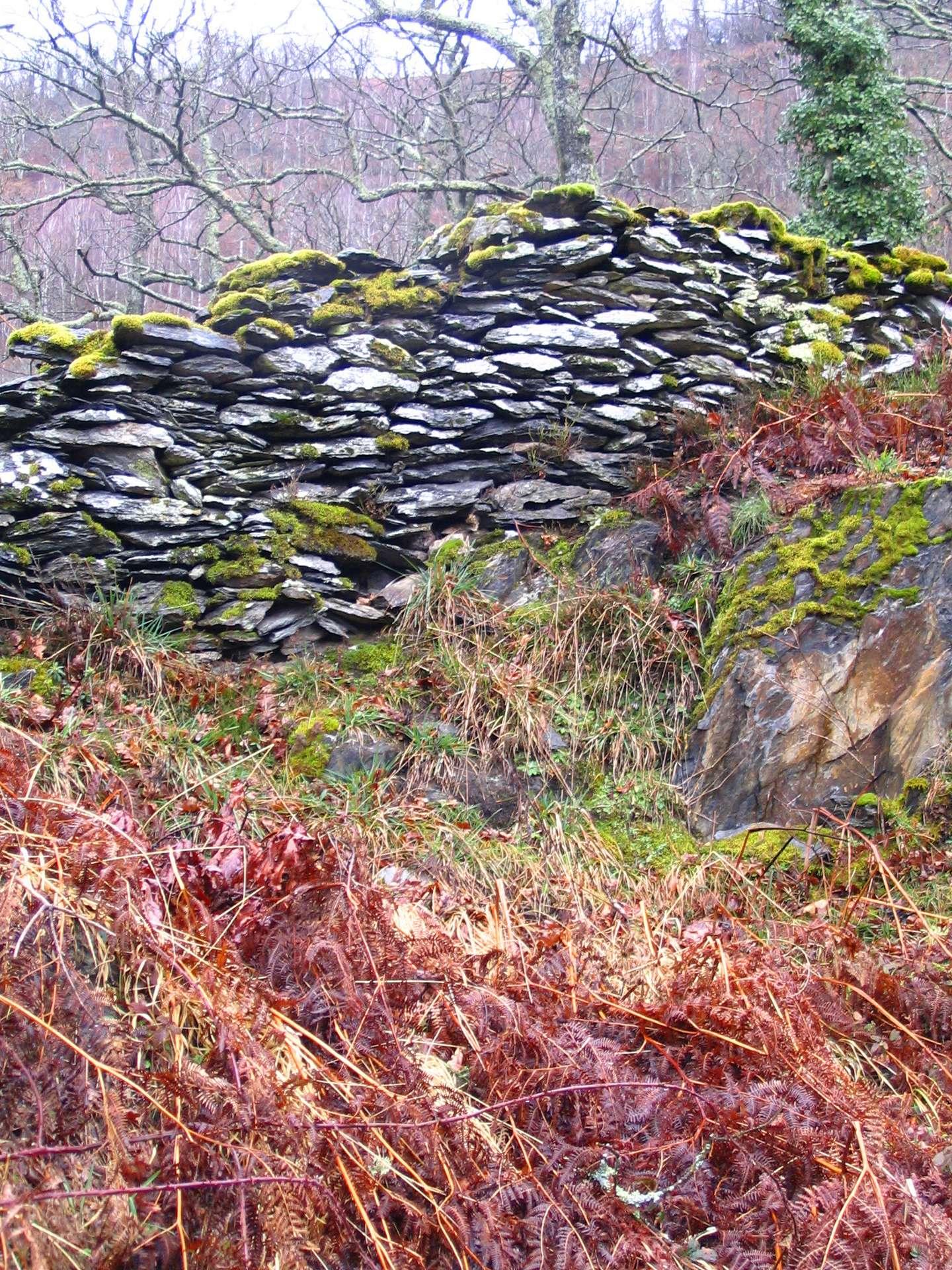 Un muret est un petit mur servant de barrière ou de clôture. © P Charpiat, CC BY-SA 3.0, Wikimedia Commons