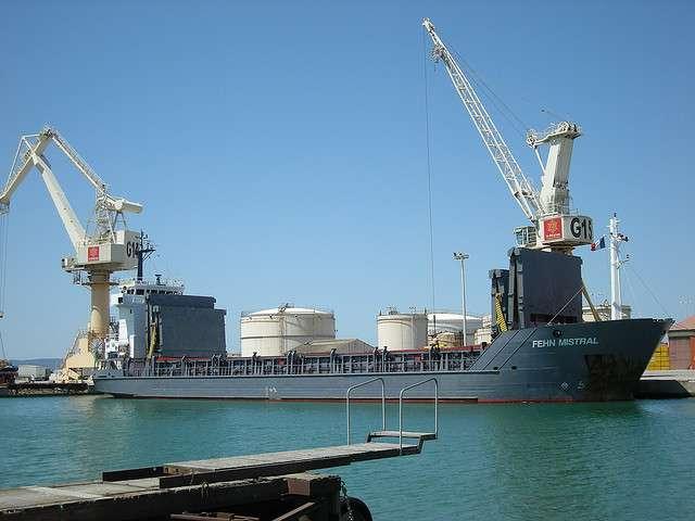 Le port de commerce de Port-la-Nouvelle et sa ville portuaire accueillent dix sites Seveso. © Jamiecat CC by 2.0