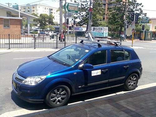 Une Google Car dans une rue de Sydney (Australie). Remarquez le mât portant la caméra, peu discret. Les véhicules vus en France sont noirs. © Sebr / Flickr - Licence Creative Common (by-nc-sa 2.0)