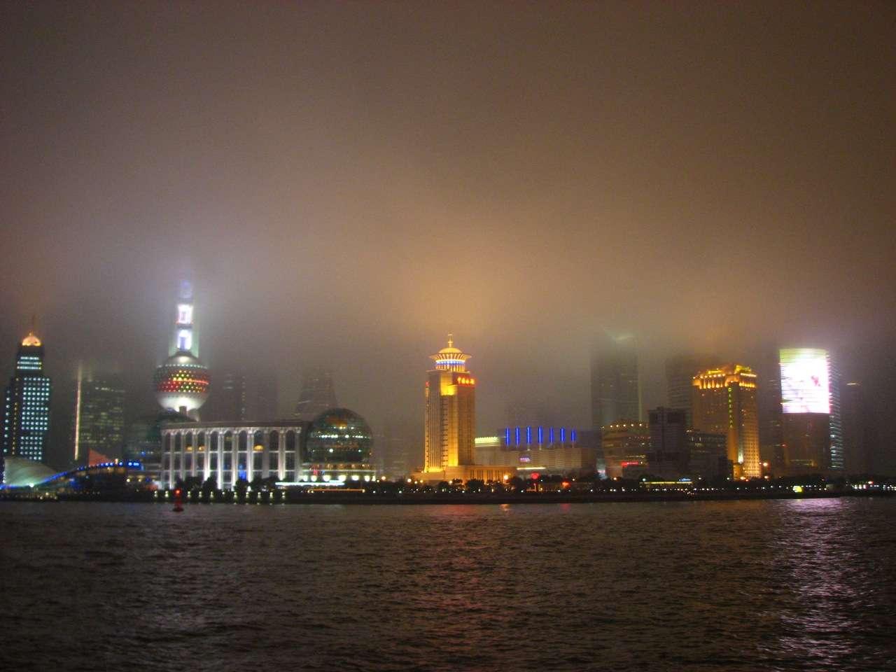 Le nuage brun d'Asie est un nuage de pollution essentiellement constitué d'aérosols issus de l'activité humaine. La combustion incomplète du carbone, tant de la biomasse que du carbone fossile, alimente cette brume hautement cancérigène. © oenvoyage, Flickr, cc by nc sa 2.0