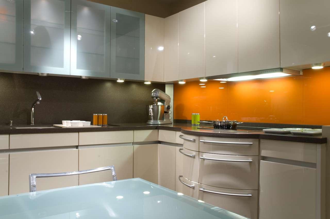 Le fileur permet de conserver l'harmonie de cette cuisine puisque les éléments dans l'angle ont subi le même traitement que le reste de la façade. © Romain Heuillard, CC BY-NC-ND 2.0, Flickr
