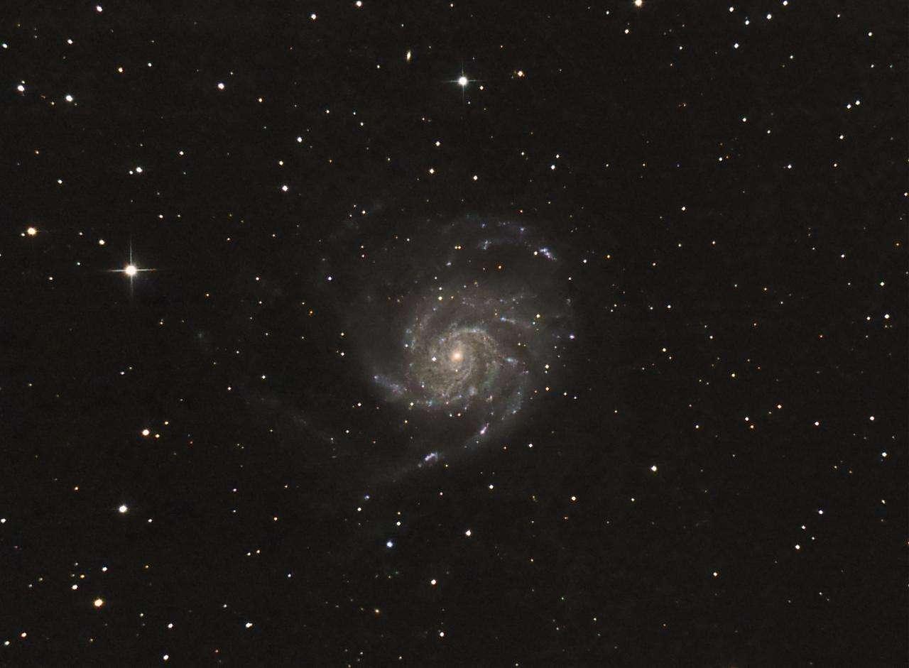 """Image réalisée par """"baf"""" (son pseudo sur le forum astro de Futura-Sciences) avec un appareil photo numérique réflex derrière un télescope de 150 mm de diamètre."""