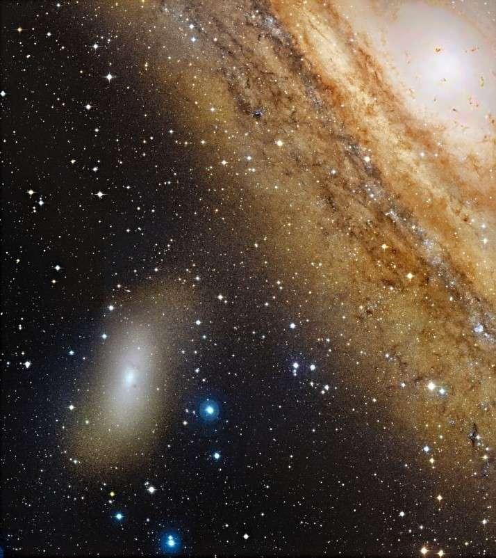 La galaxie M 110 à côté des bras imposants de la grande galaxie d'Andromède M 31. Crédit Canada-France-Hawaii Télescope
