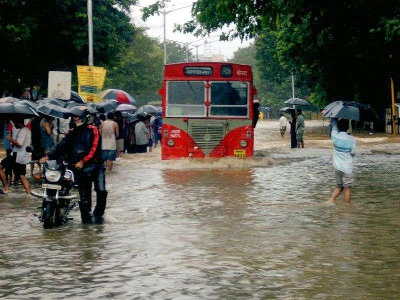 En 2005, l'Inde a connu une mousson particulièrement violente. Huit cents personnes ont trouvé la mort, un tiers de la ville s'est retrouvé inondé et des précipitations record de 942 mm ont été enregistrées. © Hitesh Ashar, Wikipedia, cc by 2.0