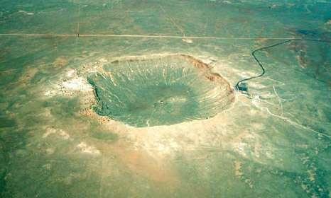 Il y a environ 50.000 ans, la météorite de Canyon Diablo a percuté la Terre formant ce cratère de 1.400 mètres de diamètre et 190 mètres de profondeur.
