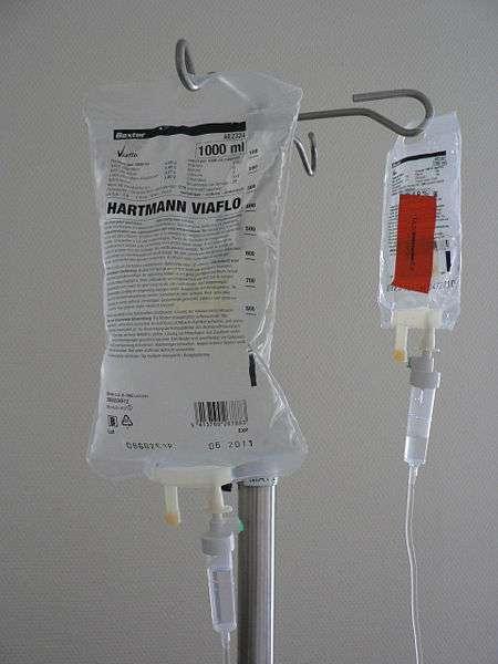 L'injection d'anesthésiant se fait souvent par voie intraveineuse. © Harmid, Wikimedia, domaine public