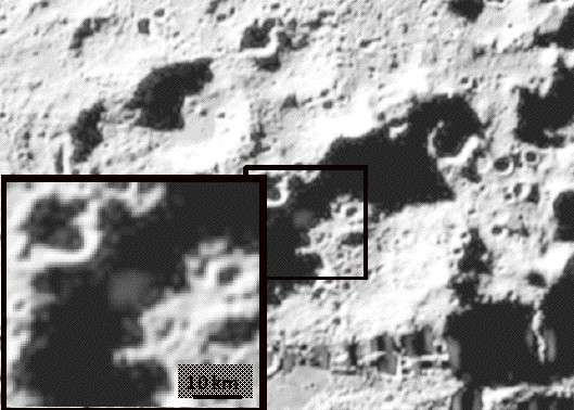 20 secondes après l'impact, un panache de débris est bien visible sur les photos prises par la sonde de la mission LCross. Crédit : Nasa