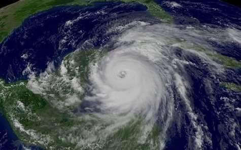 Le cyclone Wilma touche le Mexique