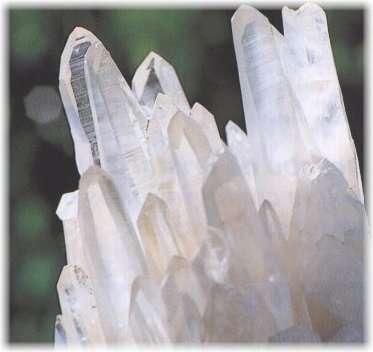 La symétrie cristalline se repère sur des cristaux. © DR