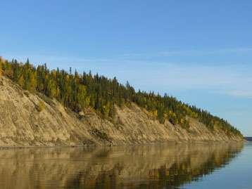 Le fleuve Mackenzie s'écoule vers la mer de Beaufort dans l'océan Arctique. Avec ses 1.738 km, il représente le plus long fleuve du Canada. © GET/Emilie Beaulieu
