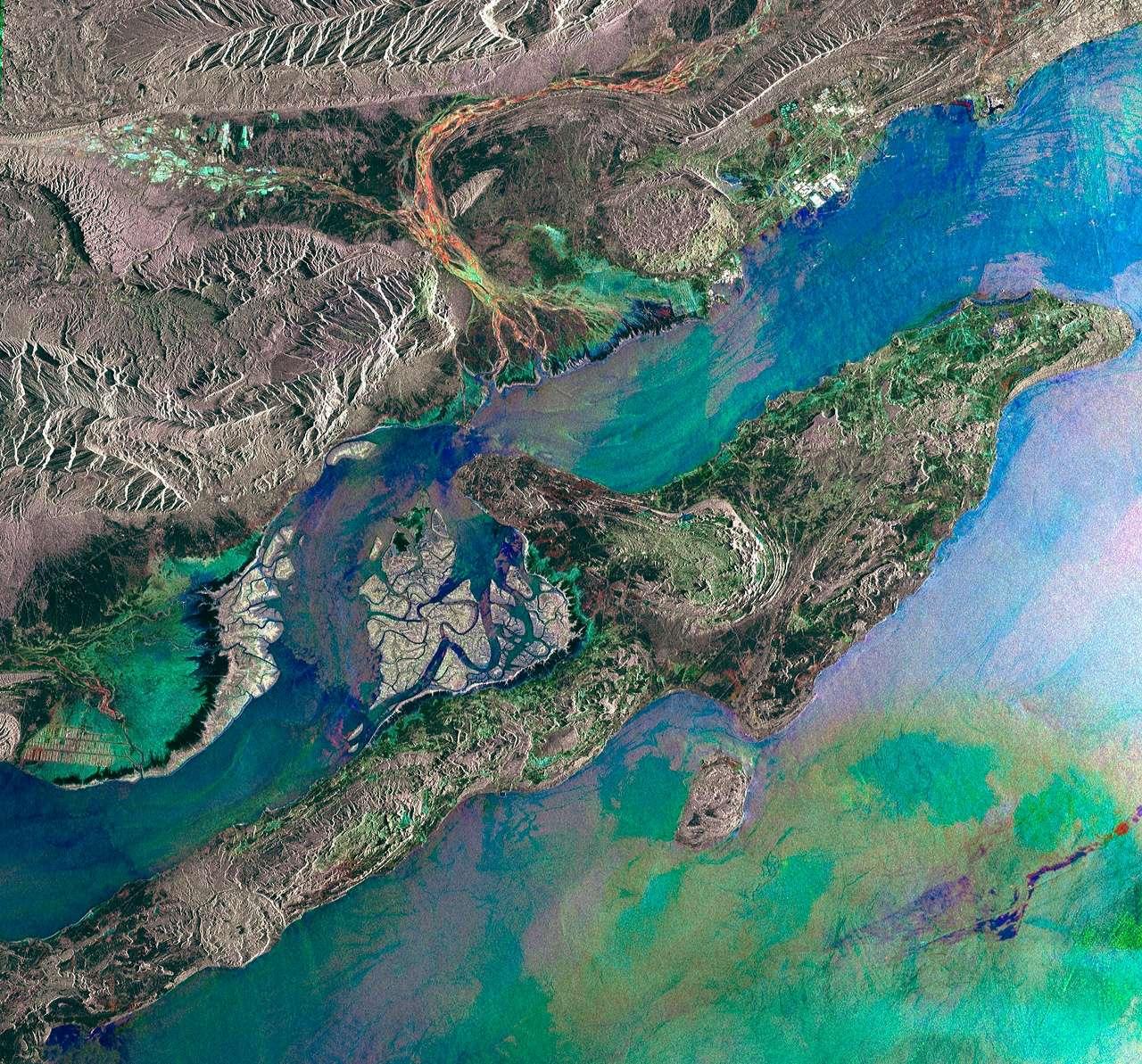Cette image prise par Envisat nous dévoile la plus grande île du golfe Persique : l'île iranienne de Qeshm. © Esa