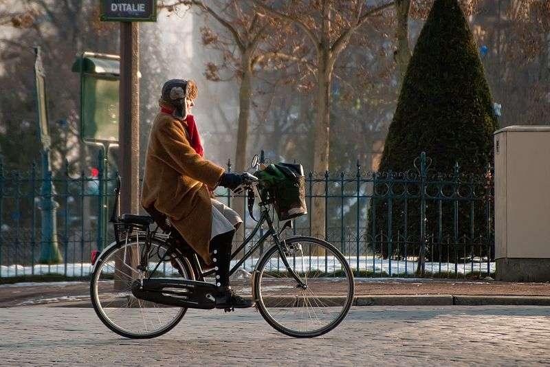 MacMillan réalise la bicyclette, premier véhicule à deux roues équipé de pédales permettant de les faire avancer sur un axe. © Roman Bonnefoy, CC BY-SA 3.0, Wikimédia Commons