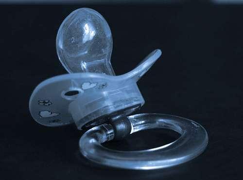 Le caoutchouc sert à la fabrication de nombreux objets de la vie courante, comme les tétines de bébé. © strelitzia, CC