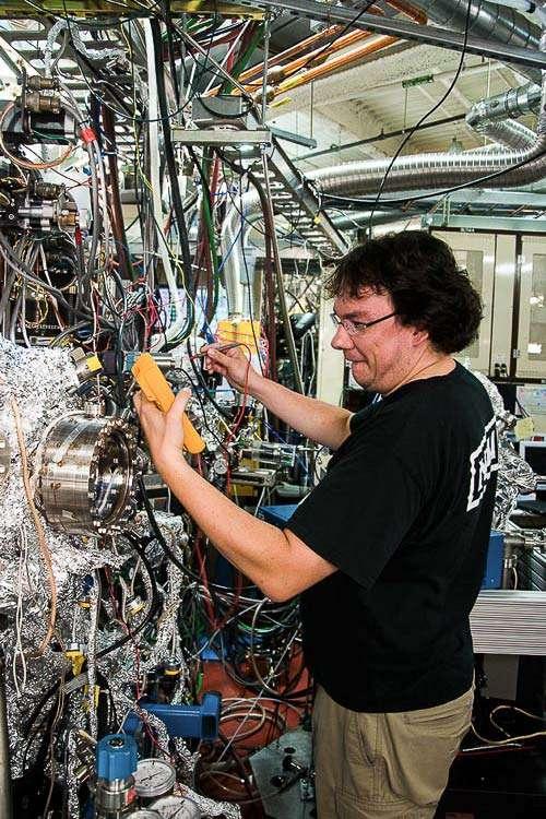 Les ingénieurs de Stanford et du Lawrence Berkeley National Laboratory ont utilisé les rayons X ultra-brillants de l'Advanced Light Source pour étudier les réactions en cours au cœur de piles à combustible. © Michael Machala