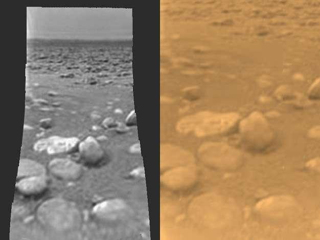 Le sol de Titan vu par la sonde européenne Huygens lors de son atterrissage en janvier 2005. Crédits Esa / Nasa / JPL / University of Arizona