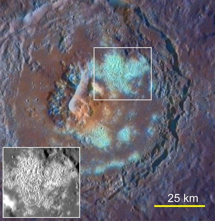 Un autre exemple de creux observés par Messenger avec le grand cratère Tyagaraja (97 km de diamètre), partiellement couvert par un grand nombre de dépressions (en fausse couleur bleue). © Science/AAAS