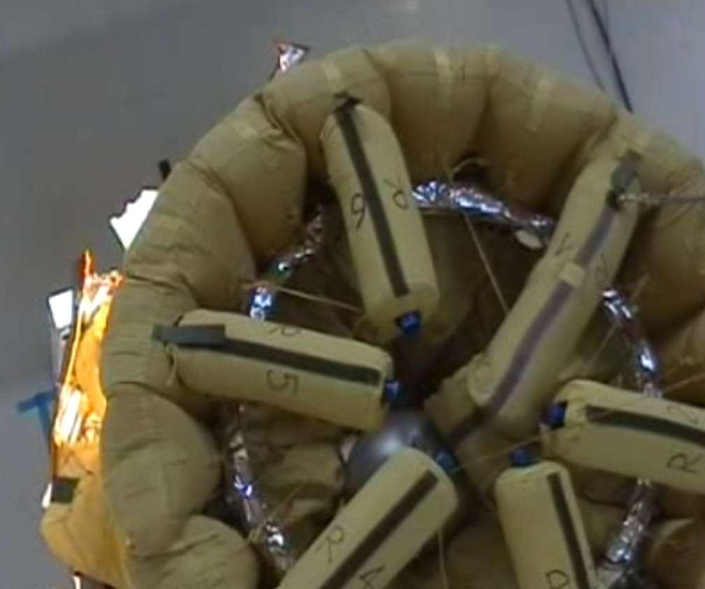 Parmi les options envisagées pour récupérer le conteneur abritant des échantillons martiens pour les amener sur Terre, Thales Alenia Space a mis au point une structure gonflable. © Thales Alenia Space
