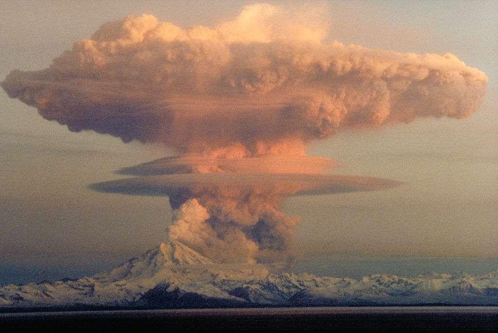 Les éruptions volcaniques seraient le forçage externe dominant sur la variabilité de la température globale moyenne. © Janke, USGS