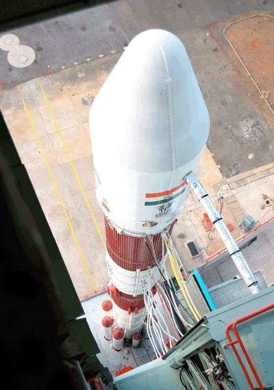 L'Isro a lancé avec succès son premier lanceur de l'année avec à la clé la mise à poste de trois satellites. Une mission réussie qui donne le sourire au spatial indien, affecté par l'échec de deux lanceurs GSLV en 2010. © Isro