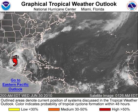 Mercredi 30 juin à 6 h 00 TU, l'ouragan Alex se trouvait tout près des côtes du Mexique et poursuivait sa route vers l'ouest, loin de la marée noire.© NHC