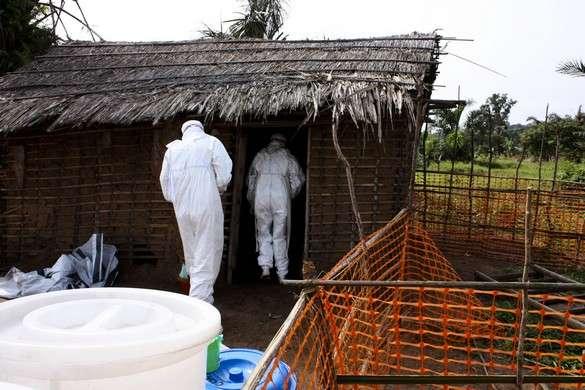 De nombreuses personnes entrées en contact avec le virus Ebola vivent dans des zones difficilement accessibles. © MSF