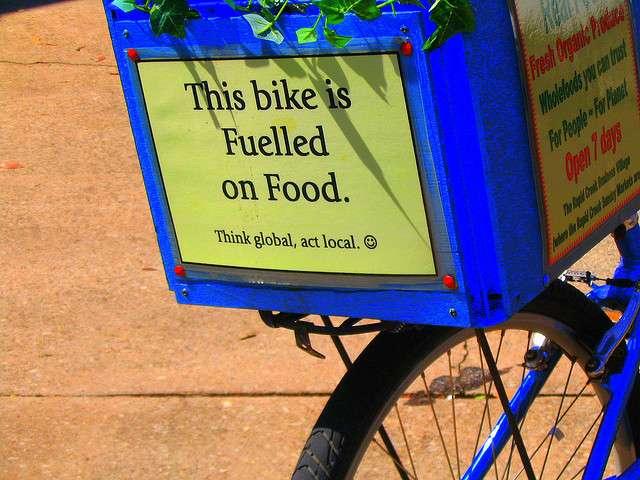 L'énergie musculaire est une bioénergie. Ce vélo est propulsé grâce à la nourriture. © davidfntau, cc by nc sa 2.0