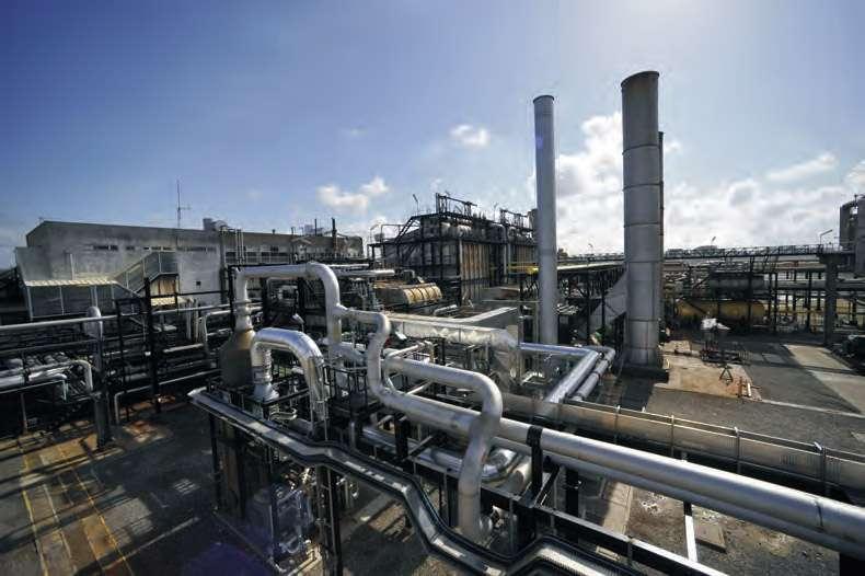 L'installation pilote de Lacq, réalisée par Alstom pour une raffinerie de Total. Le gaz carbonique extrait est enfoui dans des gisements de gaz naturel. Les centrales à charbon ne disposant pas de ce dispositif libéreraient à elles seules 40 % des gaz à effet de serre émis chaque année. © Alstom