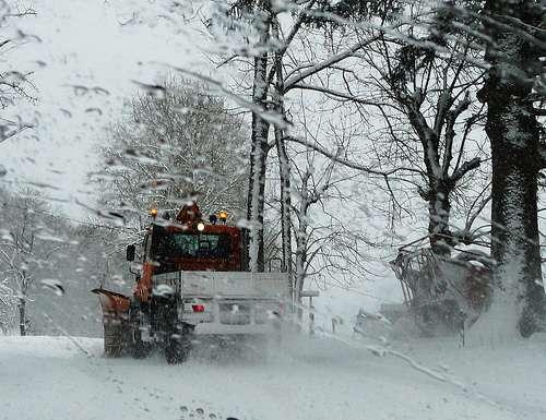 Ici, la DDE déneigeant les routes au service des collectivités. © Raym5, CC BY-NC-SA 2.0, Flickr