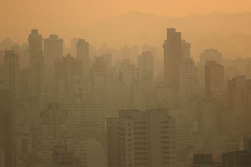Sao Paulo noyé dans le smog. © BuenosAiresPhotographer.com CC by-sa 2.0