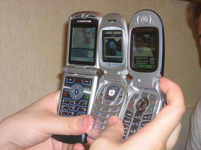 Les téléphones portables affameraient les zones du cerveau proches de l'antenne. Faut-il téléphoner plus pour maigrir ? © Compujeramey, Flickr, CC by 2.0