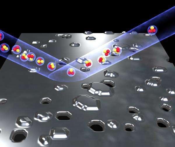 Malgré des défauts, le miroir quantique est remarquablement efficace pour réfléchir presque parfaitement des faisceaux d'atomes d'hélium. Crédit : Barredo et al.