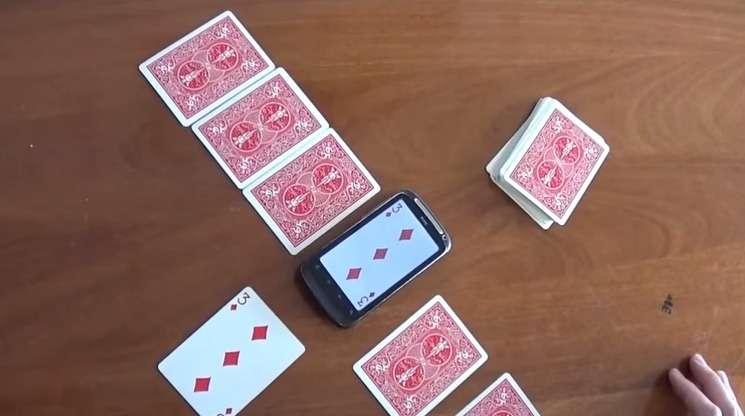 Des chercheurs de l'université Queen Mary de Londres travaillant sur l'intelligence artificielle ont développé un algorithme capable de reproduire des tours de magie et de proposer des variantes inédites. © Queen Mary University of London