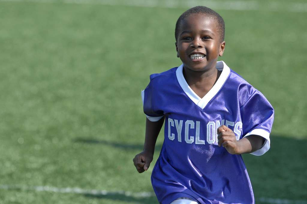 Le sport est indispensable pour la santé physique et mentale. Selon cette nouvelle étude, il existerait un lien entre la pratique d'une activité sportive et le développement d'une bonne mémoire chez l'enfant. © USAG, Humphreys, Flickr, cc by 2.0