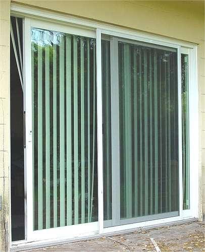 La fenêtre coulissante est un système de baie horizontale composée de deux ouvertures indépendantes. © Jim Moore, CC BY 2.0, Flickr