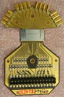 Les signaux électriques sont dirigés vers les modulateurs (la surface grise), uniquement faite de silicium, codés sous forme lumineuse et envoyés aux connecteurs optiques. © Intel