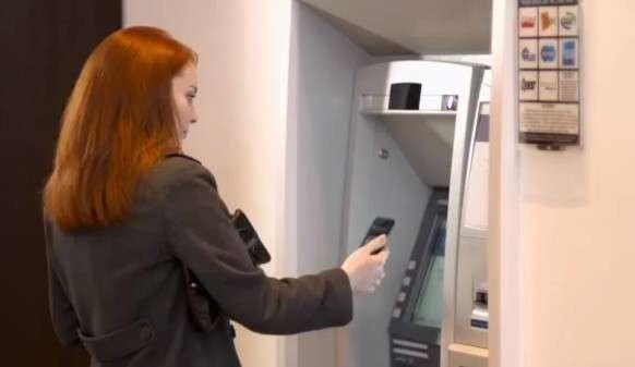 L'application smartphone Cardless Cash Access ambitionne de remplacer la carte bancaire pour les retraits d'argent liquide. Une solution vantée comme plus rapide et plus sécurisée. © FIS