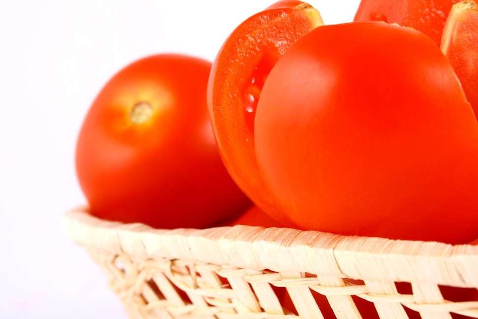 Les tomates ne sont pas les seuls fruits à contenir des taux élevés de lycopène, cette potentielle arme contre les AVC. On trouverait aussi de ce pigment (qui donne la couleur à la tomate) dans les piments rouges et la pastèque. © Miszmasz, StockFreeImages.com