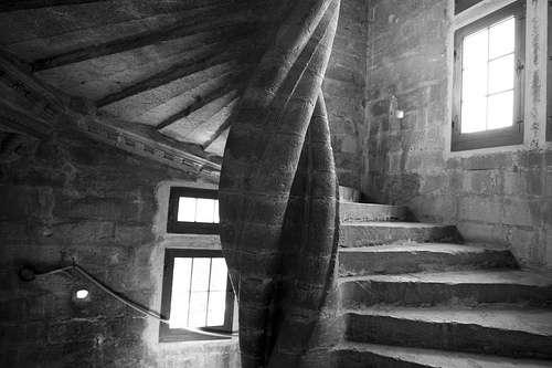 L'escalier à vis tourne autour d'un point central et forme ainsi une hélice. © Dominique Sanchez, CC BY 2.0, Flickr